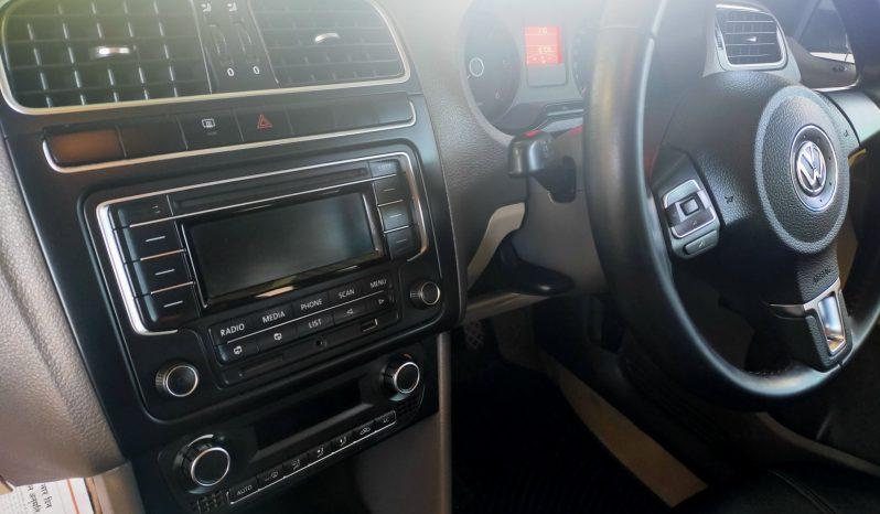 Volkswagen Vento 1.6 TDi full